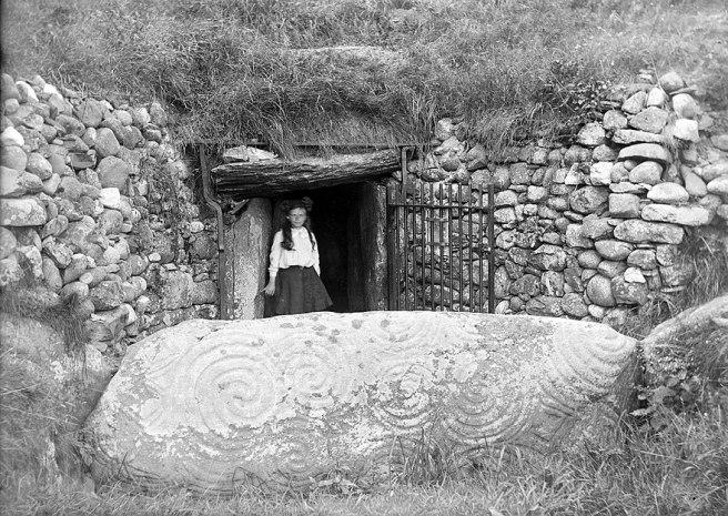 880px-Newgrange_(8294082764)